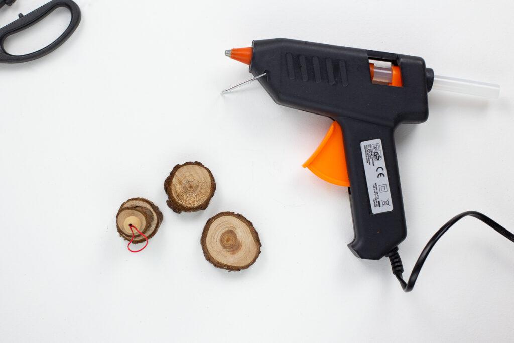 DIYDIY Tannenbaumanhänger aus Astscheiben basteln - Einfache Weihnachtsdekoration