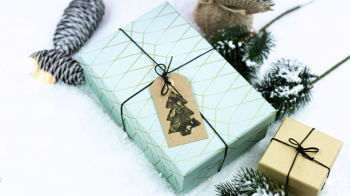Stempel selber machen aus Kork – DIY Weihnachtsdeko für Geschenke