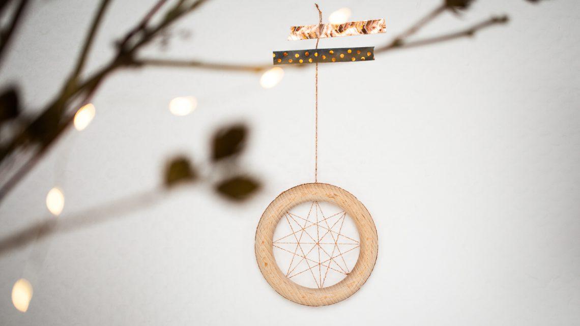 Fadenstern Anhänger selber machen – DIY Weihnachtsdekoration