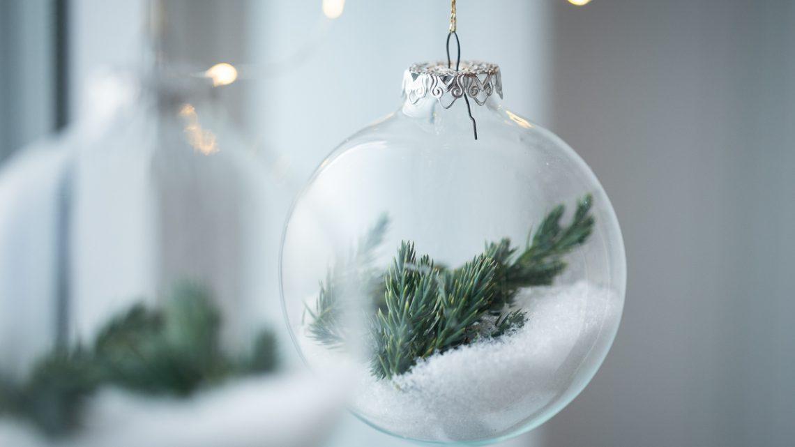 Weihnachtsdeko selbst machen – DIY Baumschmuck aus Glas mit Zweigen