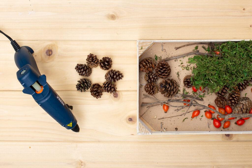 Herbstdeko aus Naturmaterialien basteln - DIY Tischdeko mit Moos