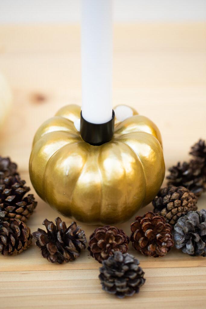 DIY Kürbis Kerzen selber machen - Herbstliche Tischdeko basteln