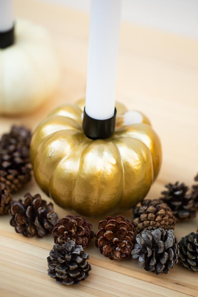 DIY Kürbis Kerzen selber machen - Leuchtende Herbstdeko basteln