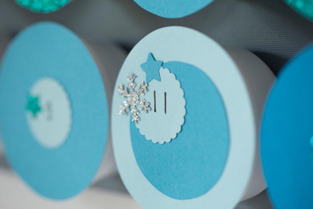 DIY Adventskalender aus Joghurtbechern basteln