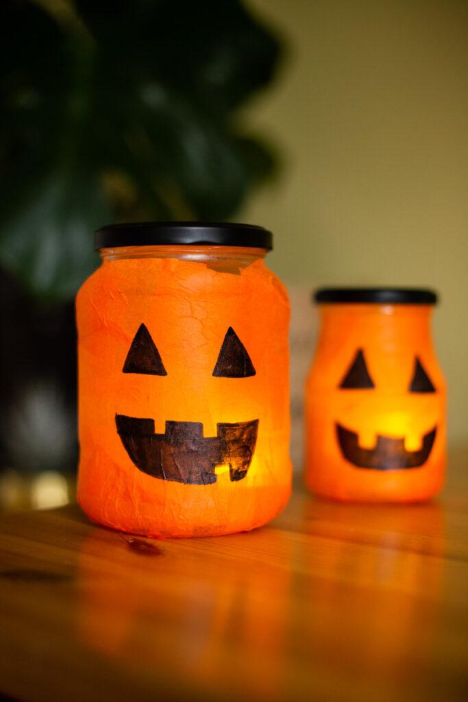 DIY Halloween Deko selber machen - Leuchtende Kürbis Lichter