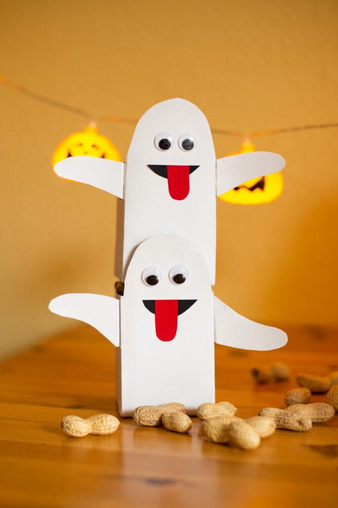 DIY Halloween Party Deko aus Tetrapack basteln - die Geister sind los