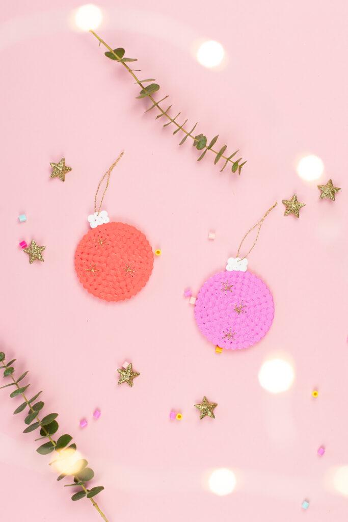 DIY Geschenkanhänger aus Bügelperlen zu Weihnachten basteln