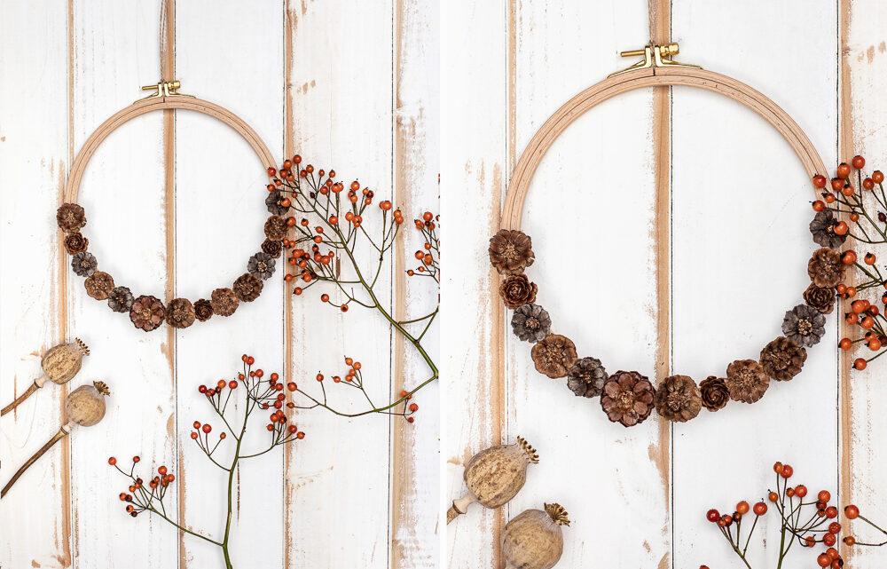 DIY Herbstkranz basteln – Blüten am Stickrahmen