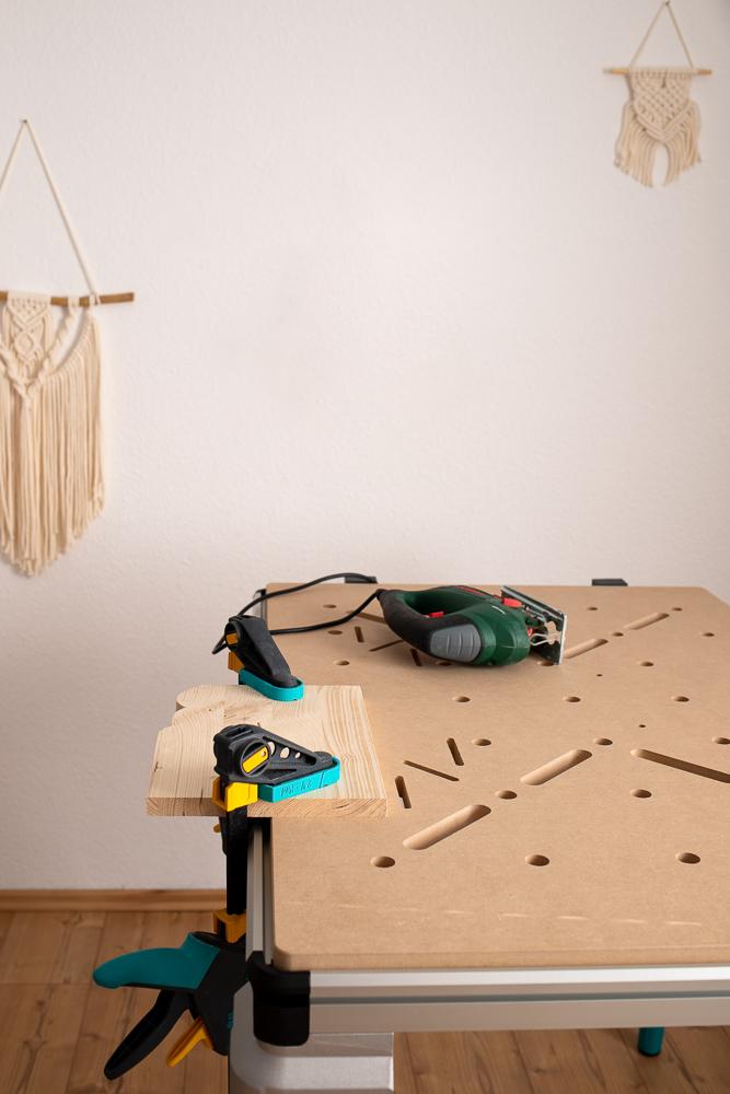 DIY Osterdeko aus Holz selber machen - Eierbecher in Hasenform