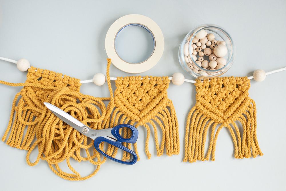 Eine Makramee Wimpelkette selber machen - DIY Anleitung für Anfänger