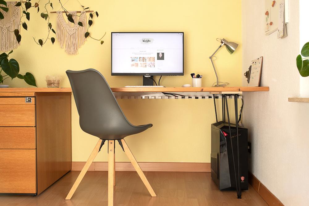 Ordnung schaffen rundum den Schreibtisch