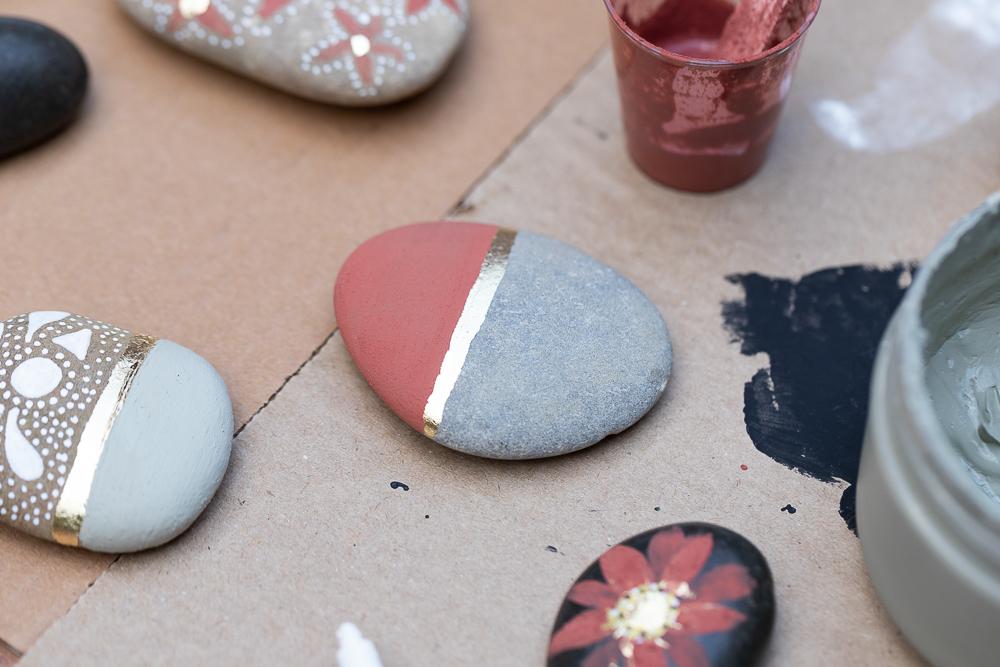 Steine bemalen mit Kreidefarbe - DIY Sommerdeko